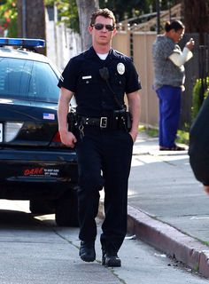 """Shawn Hatosy Photos - Actors Ben McKenzie and Shawn Hatosy filming a scene on the set of """"Southland"""" in Los Angeles, CA on January 2012 - Stars On The Set Of 'Southland' In Los Angeles Cop Uniform, Men In Uniform, Southland Tv Show, Shawn Hatosy, Los Angeles Police Department, Hot Cops, Hollywood Star, Ex Husbands, Police Officer"""
