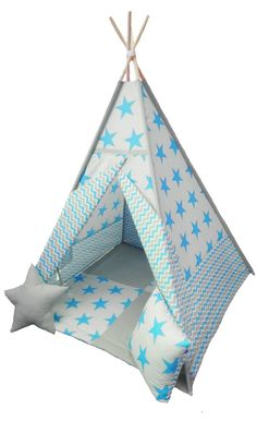 Dětské+teepee+Maxi+hvězdy+modré+Krásný+dětský+stan+teepee+zn.+POPPY+pro+ kluky+.+Velké+maxi +hvězdy+na+sv.+šedém+podkladu+zkombinované+s+šedorůžovým+cikcak+vzorem+kami,+povedená+kombinace+.+Stan+teepee+má+čtyři+tyče+o+délce+180cm,uvnitř+dvojitá+kapsa+na+hračky+,+podložka+oboustranná/+gramáž+výplně+360g/+110x110+cm+/+1,5m2+,součástí+jsou+i+dva+polštářky+ve...