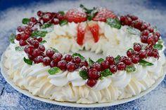 Tort diplomat cu piersici din compot - CAIETUL CU RETETE Pavlova, Stevia, Easter Crafts, Camembert Cheese, Deserts, Keto, Sweet, Fantasy Landscape, Food