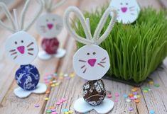 Hasenohren basteln mit Pfeifenreiniger und Lutscher zu Ostern dekorieren