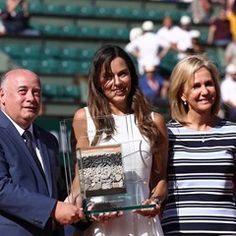 Ceremony honours Ana Ivanovic at French Open in Paris (338795)