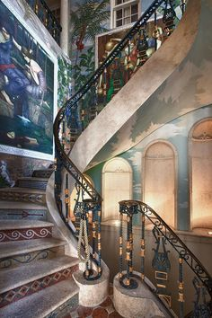 Miami South Beach :: In The Fashion| Serafini Amelia| Versace-Gianni-Versaces-Casa-Casuarina-staircase.jpg (560×840)