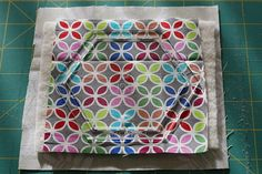 Hexagonal coasters tutorial! Quilting Projects, Coasters, Quilts, Tableware, Blog, Pattern, Fabric, Photography, Scrappy Quilts