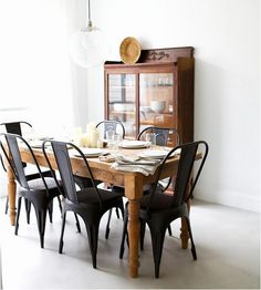 Black Dining Room Chairs awesome matte black chairs with a rustic, wooden table from XQVUBDM - Home Decor Ideas White Wooden Dining Chairs, Black Metal Dining Chairs, Metal Bistro Chairs, Pine Dining Table, Dining Room Table, Black Chairs, Wood Table, Metal Kitchen Chairs, Timber Table