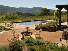 A pool contractor should be able to accommodate your pre-existing landscape design as well as your yard's terrain. Photo: Jerry Allison Landscaping, Inc., 2016