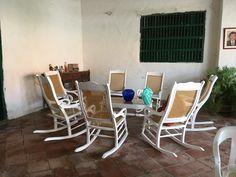 Sala de sillas mecedoras en la fresca del corredor Fresco, Rocking Chair, Furniture, Home Decor, Hall Runner, Santa Cruz, Chair Swing, Fresh, Rocking Chairs