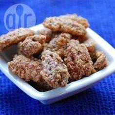 Deze pecannoten hebben een onweerstaanbaar lekker suikerlaagje. Perfect als snack, of strooi er een paar over een salade.
