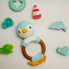 Hochet en bois Pingouin 100% coton crochet fait main-Anneau de dentition en bois