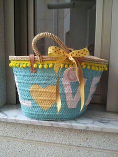 ff29afaedb9112658e681de7ea4f1a30 Diy Straw, Straw Bag, Diy Tote Bag, Ibiza Fashion, Art Bag, Fancy Hats, Boho Bags, Basket Bag, Summer Bags
