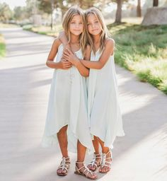 Twin Outfits, Cute Outfits, Girls Denim Jacket, Cute Twins, Twin Girls, Child Models, Girl Model, Beautiful Children, Kids Fashion
