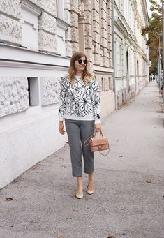 Streetstyle Herbst Outfit mit Pullover und Karohose