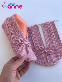 Knit Slippers Free Pattern, Knitted Slippers, Afghan Stitch, Tunisian Crochet, Neck Scarves, Knitting Socks, Fingerless Gloves, Arm Warmers, Fashion Models