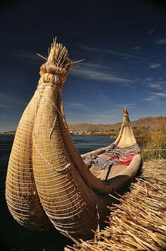 Balsa de Totora en el Lago Titicaca #Puno