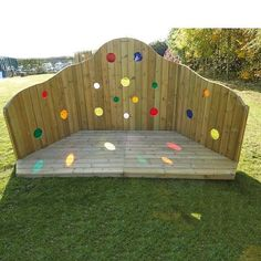 Fabulous, unique outdoor wooden stage with low platform. Outside Playground, Natural Playground, Backyard Playground, Backyard For Kids, Playground Ideas, Outdoor Stage, Outdoor Theater, Outdoor School, Outdoor Fun