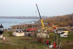 Blick hinunter aufs Strandareal im Oktober 2014 beim Richtfest für den Dachbau