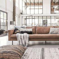 Vloerkleed van HK-living, gemaakt van gerecycled zijde. Tof! Maak je hoek met favoriete loungestoel of bankstel compleet met dit stoere vloerkleed. In 2 maten l