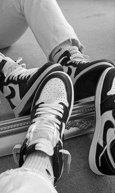 Cute Nike Shoes, Cute Nikes, Nike Air Shoes, Jordan Shoes Wallpaper, Nike Wallpaper, Jordan Shoes Girls, Girls Shoes, Swag Shoes, Aesthetic Shoes