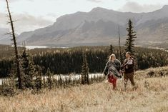 Mountain Photography, Lifestyle Photography, Couple Photography, Photography Poses, Outdoor Family Photos, Family Photo Outfits, Love My Family, Get Outdoors, Banff