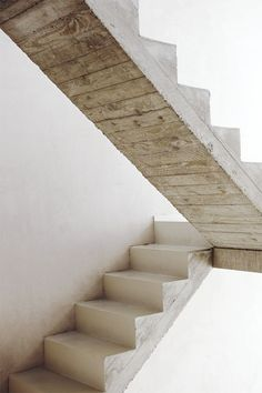 Holy, be in my house. XX T Concrete staircase by Crepain Spaes Debie Architecten. Concrete Staircase, Staircase Design, Wood Stairs, Concrete Wood, Concrete Formwork, Rustic Staircase, Open Stairs, White Stairs, Deck Stairs