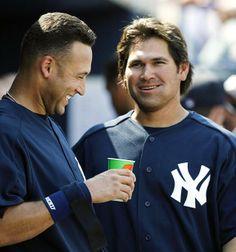 Derek Jeter and outfielder Johnny Damon chat