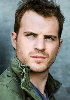 Robert Kazinsky (Ben Flynn) from True Blood. You might know him as Chuck Hansen in Pacific Rim. Robert Kazinsky, William Blake, Gorgeous Men, Beautiful People, Perfect People, Beautiful Things, Hot British Men, Awesome Beards, True Blood