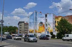 Reklamní plocha na Mendlově náměstí v Brně na Starobrno - nepasterizované. Plocha má úctyhodných 244m2. Pro uchycení všech čtyř reklamních bannerů s celkovým obvodem 171m bylo zapotřebí 296m vypínacího lana, které se muselo protáhnout 668 oky. Video z instalace viz. odkaz na Youtube: http://www.youtube.com/watch?v=VLkcdqqYWRU