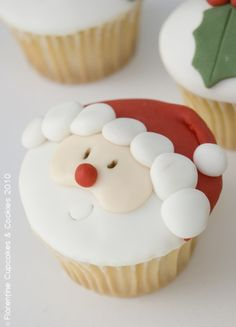 Dear Ramonita, look at this beautiful Christmas cupcake! And I think it is delicious too! Enjoy it! Santa Cupcakes, Santa Cake, Christmas Cupcakes, Christmas Sweets, Christmas Cooking, Noel Christmas, Cupcake Cookies, Mini Cupcakes, Holiday Cakes