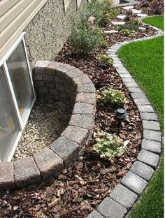 Backyard garden Edging idea and landscaping design.