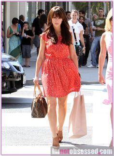 Jennifer Love Hewitt dress & shoes & HAIR