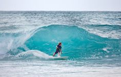 70 Stunning & Thrilling Photos for the Biggest Waves Ever Surfed ... Fotograf-Joakim-Lloyd-Raboff-Hawaii-Maui-Oahu-Beach-Surf-kid-big-wave1 └▶ └▶ http://www.pouted.com/?p=28391