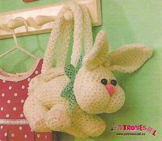 Bolso conejo a crochet