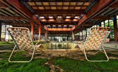 Abandoned luxury resort In The Catskills, once built for New Yorkers to escape the heat of the city in the Summer The place finally shut its doors in 1986.