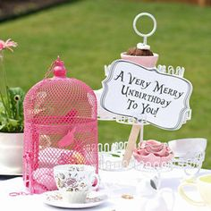 A fabulous collection of Alice in Wonderland party ideas. FYI Kimberly I've always wanted an Alice in wonderland tea party! Mad Hatter Party, Mad Hatter Tea, Mad Hatters, Alice In Wonderland Birthday, Wonderland Party, Alice In Wonderland Tea Party Ideas, Sweet 16, Outdoor Tea Parties, Alice Tea Party