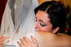 Madrinha chorando no casamento da Mayra.