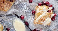 Pierożki francuskie z jabłkami i żurawiną z sosem waniliowym / Cranberry apple dumplings with vanilla sauce