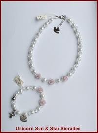 Communie ketting en armband met oud roze roosjes.