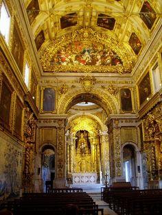 Kirche von Kloster Madre de Deus, Lissabon, Blick auf Triumphbogen und zum Altar. - Church of the Madre de Deus convent in Lisbon / Lisboa. www.claudoscope.eu