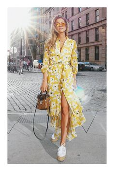 Tolles Hemdblusenkleid in Geld mit Flowerprint Great shirt dress in money with flower print Fashion Mode, Fashion 2018, Look Fashion, Summer Fashion Trends 2018, Fashion Blogger Style, Summer Fashions, Feminine Fashion, Ladies Fashion, Casual Dresses