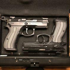 Weapons Guns, Guns And Ammo, Weapon Of Mass Destruction, Mens Toys, Custom Guns, Military Guns, Gun Holster, Cool Guns, Concealed Carry