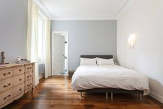 May 2020 - Find the perfect place to stay at an amazing price in 191 countries. Paris Apartment Rentals, Paris Apartments, Rental Apartments, Luxury Apartments, Old World, Perfect Place, Condo, Interior, Room