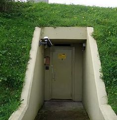 This shelter/bunker has easy access and would allow people to quickly make their way to safety.