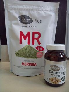 El #Granero Integral nos trae #Moringa, en dos envases : - Moringa Bio en polvo . _Extracto de #Moringa en cápsulas. Las hojas de #Moringa tienen la capacidad de suplir los requerimientos de micronutrientes necesarios para una dieta saludable, lo que la convierte en un interesante complemento alimenticio para aquellas personas que quieran asegurar sus niveles de micronutrientes. Además de presentar todos los aminoácidos esenciales, contiene gran variedad de vitaminas y minerales.