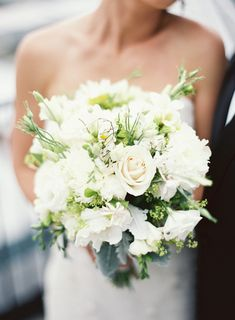 Gorgeous white wedding bouquet #SomethingSparkling