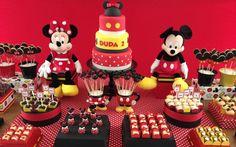mickey e minnie Mickey And Minnie Cake, Fiesta Mickey Mouse, Mickey Mouse Bday, Mickey Mouse Clubhouse Birthday Party, Mickey Birthday, Mickey Party, Minnie Mouse Party, Mouse Parties, Mickey Mouse Birthday Decorations