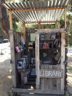 Outdoor mini library in Santa Monica! Mini Library, Dream Library, Library Books, Library Ideas, Read Books, Little Free Library Plans, Little Free Libraries, Little Library, Wall Dining Table