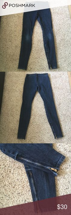 Joe's 'The Legging' Jeans Joe's Jeans 'The Legging' - dark blue wash with gold zippers around ankles. 93% cotton, 7% elastane. Size XS. Some fading around the knees (as seen in photo) Joe's Jeans Jeans