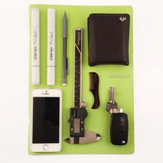 Shackle 22 #minimal #Titanium key carry with embedded #magnet #everydaycarry #edc #pocketdump #sketch #sketchbook #design #designer #copic #iphone #engineer #engineering #bic #coachmen #coach #vw #volkswagen