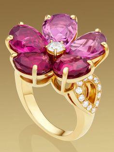 Rosamaria G Frangini | High Jewellery Modern | Diamond & Pink Sapphire Flower Ring