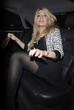 Holly Willoughby sexy in tights Black Pantyhose, Black Tights, Nylons, Sexy Older Women, Sexy Women, Holly Willoughby Legs, Pantyhosed Legs, Quoi Porter, Sexy Legs And Heels