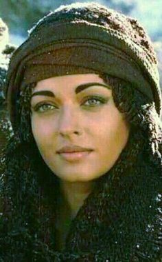 Aishwarya Rai Young, Actress Aishwarya Rai, Aishwarya Rai Bachchan, Most Beautiful Women, Beautiful People, Miss World, Indian Film Actress, India Beauty, Ball Jointed Dolls